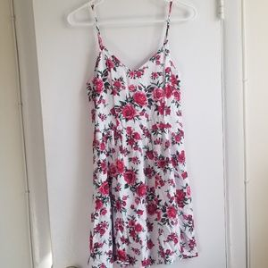 H&M DIVIDED SHORT V NECK ROSE FLORAL DRESS